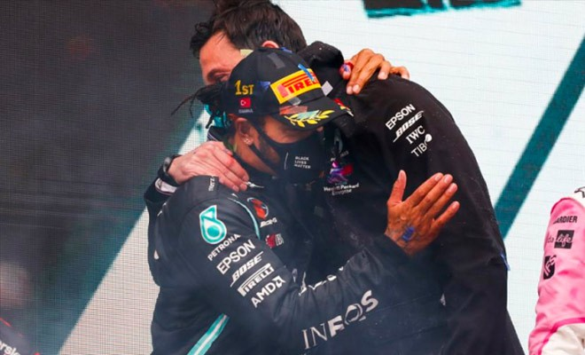 BREAKING - HAMILTON RENEWS HIS CONTRACT WITH MERCEDES