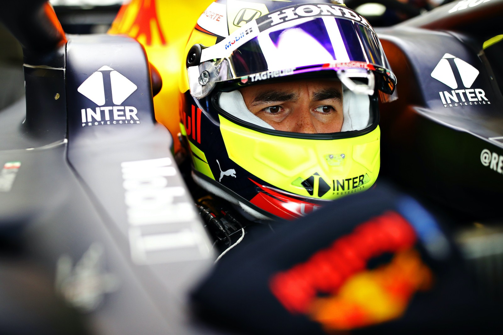 GALLERY - PEREZ MEETS RED BULL CAR ON WET SILVERSTONE